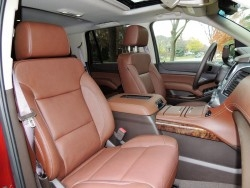 chevy-tahoe-2016-front-seats-2400px