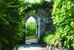 July09_Ireland_GateKillar_3456