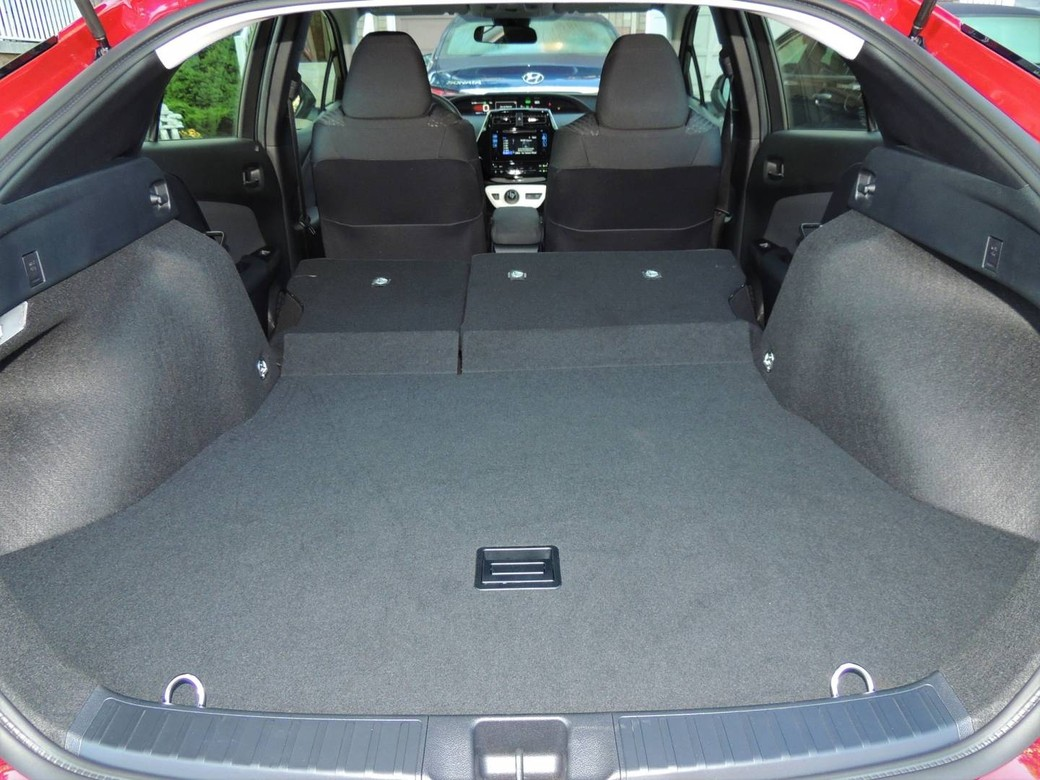 thrifty prius now wears eye catching style. Black Bedroom Furniture Sets. Home Design Ideas