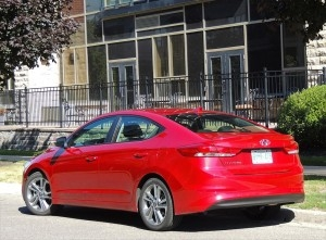 Although the 2017 Elantra is less curvy than its predecessor, it has improved aerodynamics with a slippery 0.27 coefficient of drag. Fuel economy is thrifty at 8.3/6.4/7.4 litres/100 km.