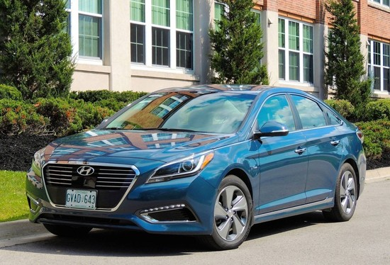 Sonata Hybrids Prove Big Cars Can be Thrifty