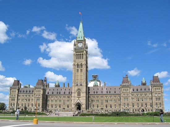 Public Service campaign defends future of professionals and vital services to Canadians