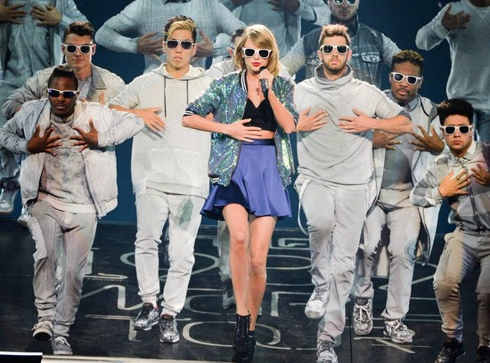 Taylor Swift Sparkles at the Canadian Tire Centre