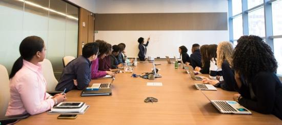 Increase the ROI of your business meetings with these nine tips