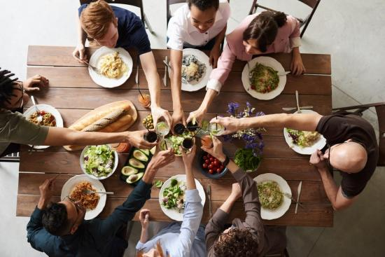 8 tips for a well-planned family get-together