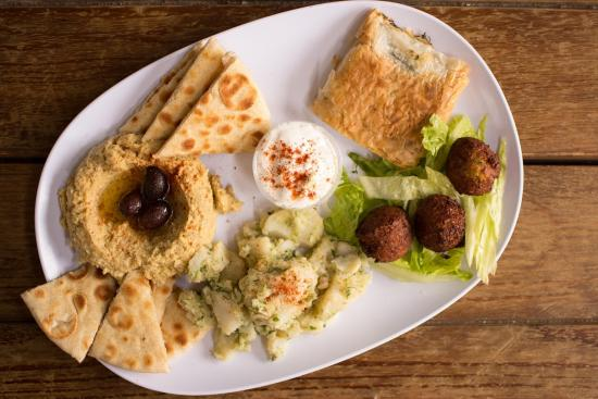 Recipe Roundup: Protein-Packed Hummus Spreads