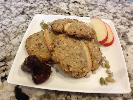 Extremely Delicious Oatmeal, Apple and Date Cookies with Flax, Pumpkin and Sunflower Seeds