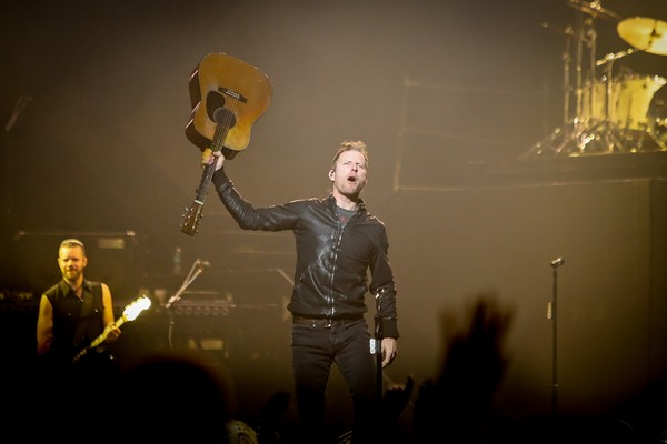 Dierks Bentley Brings Summer Vibe to Winter Night