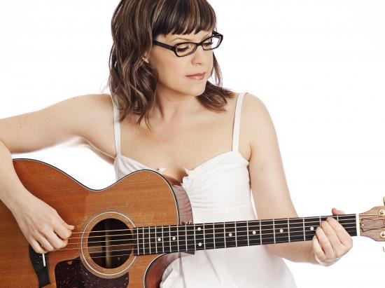 "Lisa Loeb Finds New Ways to ""Stay"""