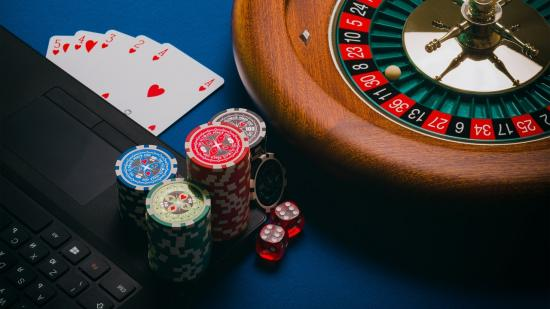 Advantages and Disadvantages of Gambling for Australian Players
