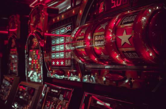 Slot machines: understanding the odds