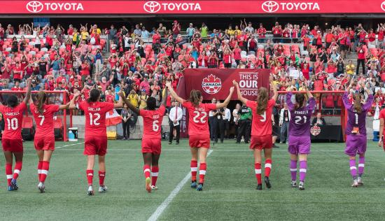 Thousands come out to support Canadian women's soccer in Ottawa
