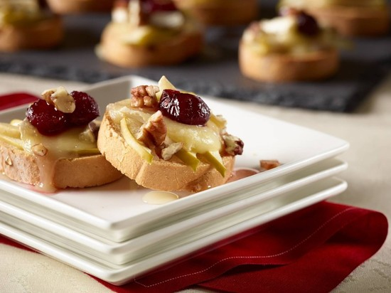 Udi's Apple, Cranberry and Brie Crostini