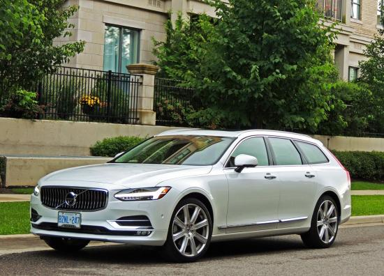 Volvo offers choice of flagship wagons for town and country