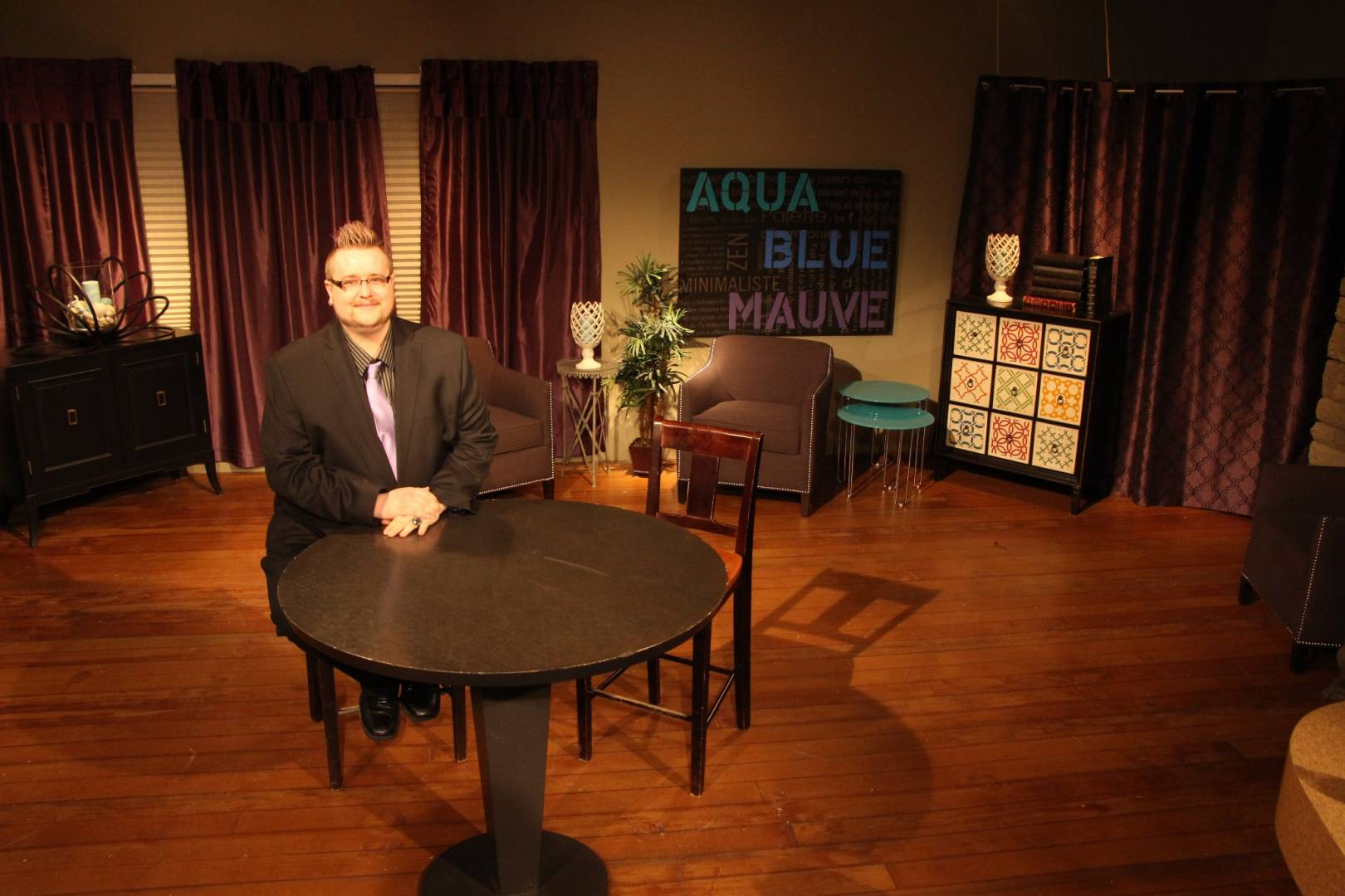 Matthew Stapley on the set of Psychic Insights with Matthew Stapley _2
