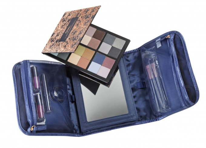 Quo On The Go Beauty Set - open