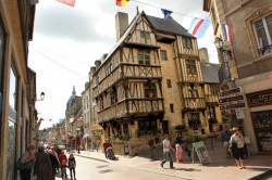 Largely undamaged by fighting during WWII, the medieval city of Bayeux is perfectly located as a base for visiting history buffs wanting to visit the D-Day Beaches.