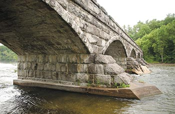 SEVEN WONDERS _ FIVE SPAN STONE BRIDGE _ SUMMER _ JOHN CLEMENT _ PACKENHAM _ 2009 _ HIGH RES