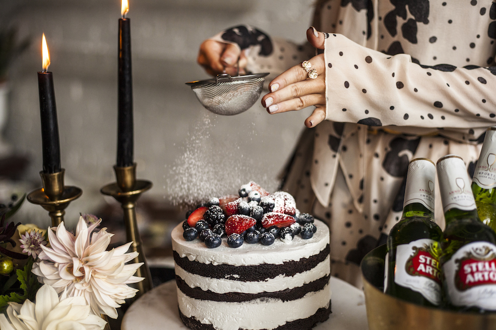 holiday-tips-woman-decorating-cake
